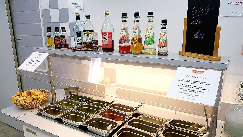 Salatbuffet des Thünen Instituts in Braunschweig